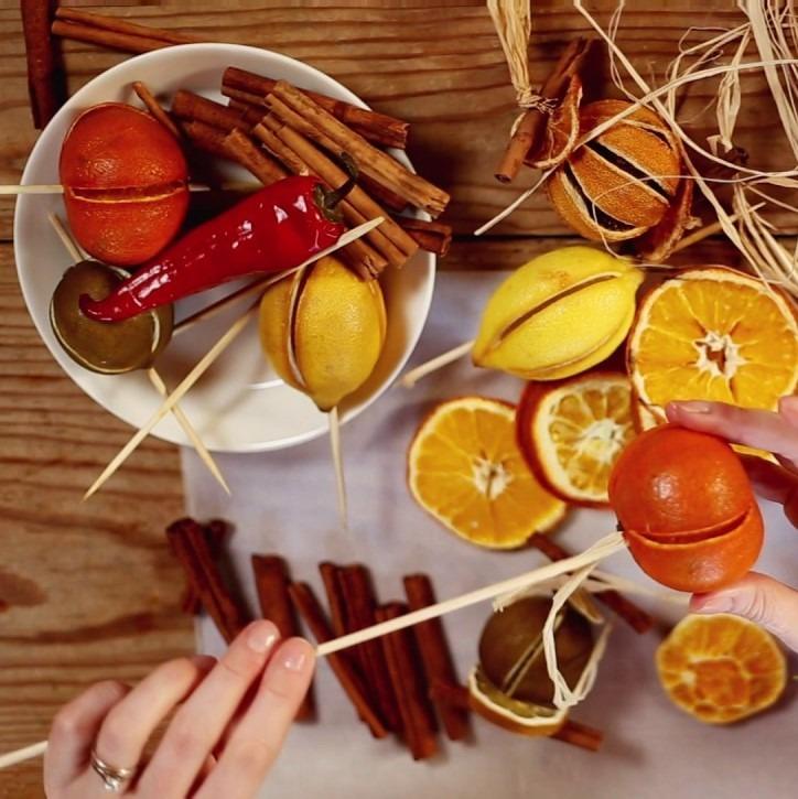 Girlandy z suszonych owoców.