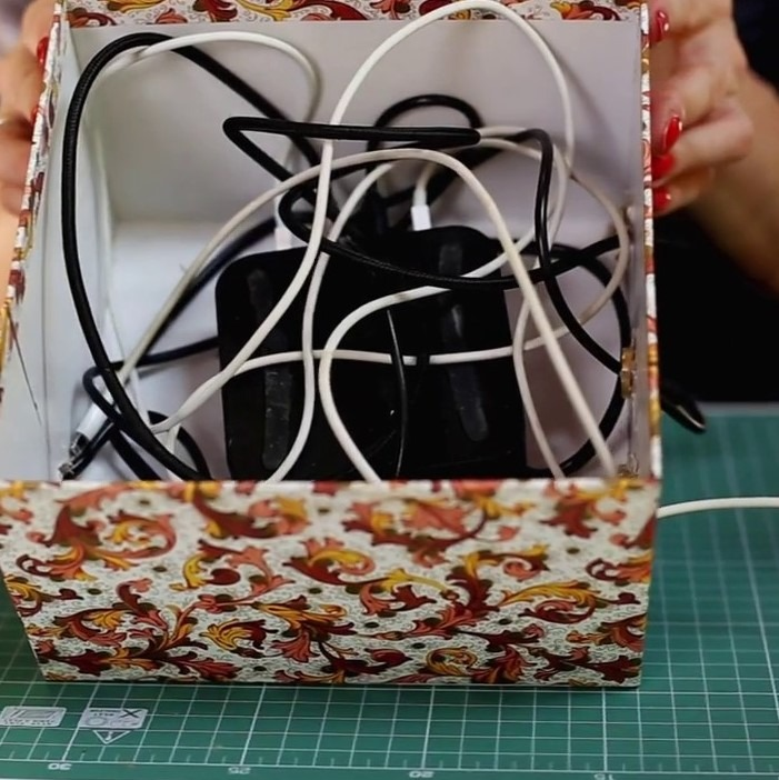 DIY: pudełko na ładowarki.
