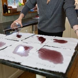 jak pozbyć się plam z czerwonego wina